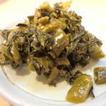 麺堂 香 - 卓上の辛子高菜