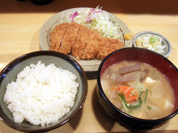 きっちん 浜家 - とん汁と豚カツ定食(800円)