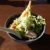 そば処 栗山 - 料理写真:天ぷらそば(890円)。春菊の香りがいい