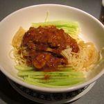 菜嘉 - 冷麺という表記ですが、汁なし担々麺みたいな感じです。美味しいです。