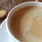 カフェ フラット - コーヒー(小さなクッキーついてました♪)