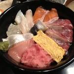 秋葉原漁港 快海 - 天然ブリの海鮮丼(850円)