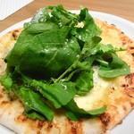 ラ・コシーナ・デ・ゲン - しらすとルッコラのピザ