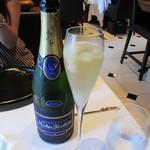 レストラン マノワ - 桃のシャーベットのシャンパン割