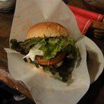 NAYA - メインのハンバーガーはダブルパティ!