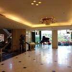 ホテルニュータガワ 日本料理 雫 - 突き当り右がカフェラウンジ、左がレストランスペースになっています