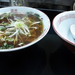 16959550 - 中華そばです、一緒に食べられるよう器がそえられていました(*^艸^*)