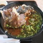 伊達本舗 - 魚のあらが三つも入った味噌汁