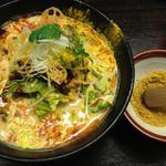 五味五香 - 黄色い担々麺