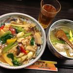 五味五香 - 五目うま煮中華丼+半塩ラーメン