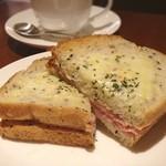上島珈琲店 - クロックムッシュ。セサミパンがサクサクで美味しい♪