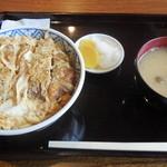 浅野屋 - 料理写真:カツ丼(味噌汁、漬物)