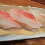 いさみ寿司 - キンキとサメカレイの握り。