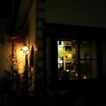 16969512 - 暖かい灯りのともった家のようなお店です
