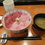 京すし - 丼と蜆の味噌汁がつきます