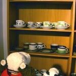 ELK COFFEE - 食器は好きなものを選んでいいということなので、物色中の2人・・・北欧食器のお店みたいだね~