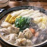 飯台  - カキビアの鍋は、鶏つくね鍋、もつ鍋、豚キムチ鍋、カキ鍋からお選びいただけます!(1鍋2名様から)