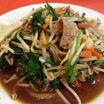 栄華飯店 - 肉ニラ炒め。