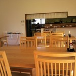 16977614 - テーブル席の様子です