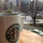 スターバックス・コーヒー - トールサイズと景色