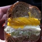 ポム・ド・テール - 生ハム クリームチーズ マッシュポテト ブロッコリーなど入ったサンド