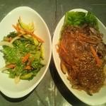 韓国料理 ウリジップ - チョレギサラダとチャプチェ