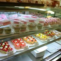 食人 - パティシエ手作りのケーキも各種販売。オーダーメイドも承ります。
