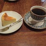 あぶり珈琲 - 自分はマンデリンベースの№5にベイクドチーズケーキのセット(850円)