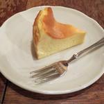 あぶり珈琲 - ベイクドチーズケーキです。しっとりしてました。