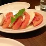16982369 - トマトとモッツァレラ380円?