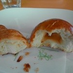 16982488 - クロワッサンとバターパン(食べかけ失礼!)中身ずっしり。バターパンは空洞。
