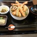 産直・北海道 - 本日の日替わり丼はかにの天ぷら丼でございます