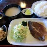 16984967 - 日替り定食/煮魚(ツボダイ)