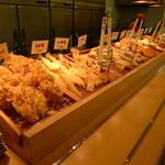 はなまるうどん - 多彩な天ぷら