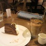 マンジェ・ラ・タルト - 濃厚チョコのタルトとアイスラテ