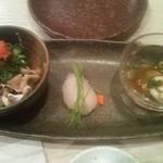 菜々海 - フグにぎり二貫、白子も2個ありましたが、食べたあとの写真。