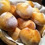 ウズカフェ - 国産小麦100%使用!当店で焼き上げた天然酵母パン!!