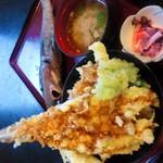 どんむす - 料理写真:期間限定品の「地魚天丼」1380円 その日に水揚げされた地魚や深海魚がてんこ盛り☆