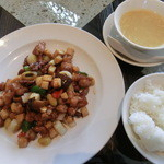 雅秀殿 - 日替り肉ランチ(鶏肉とカシューナッツ炒め)