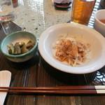雅秀殿 - ランチのサラダと漬物