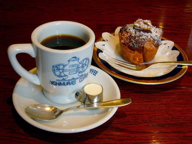 神戸にしむら珈琲店 中山手本店 - 2007年訪問時は、ケーキとともにコーヒーを楽しんだ