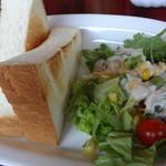 16996084 - トーストセット、サラダ