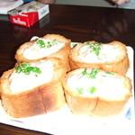 かちゃぐり屋の 鉄板台所 とらのこ - カニトースト