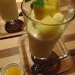 17003066 - (*≧ω≦*) 完熟マンゴーとバレンシアオレンジのスムージー(マンゴージャム付き):780円:オレンジ、マンゴーの使用量200gだなんてたまりません♬