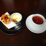 ピニョン - アップルパイ+プリン+紅茶