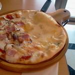 17011469 - キノコとチーズのハーフピザ