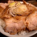 麺処 遊 - 肉飯(400円)