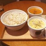 スープストックトーキョー - オマール海老のビスクと鶏のポタージュ。