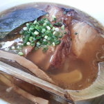 八雲  - 800えん バラ肉チャーシュー麺(醤油指定)2013.1