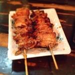 17023158 - 鳥皮  タレの串が食べたくて。